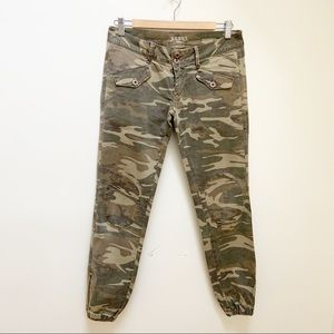 S.C.O.U.T camo patches jogger style pants Small